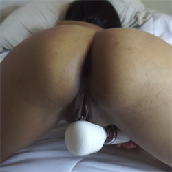 Selina, Using Magic Wand Vibrator - Masturbation, Toys, Close-ups, Amateur