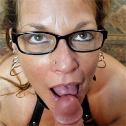 Daizy Loves To Swallow Cum